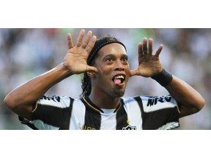 Ronaldinho geliyor