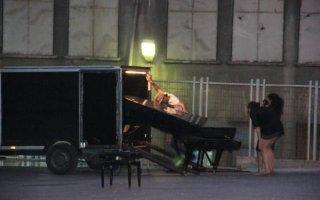 Piyanosuna kavuştu!