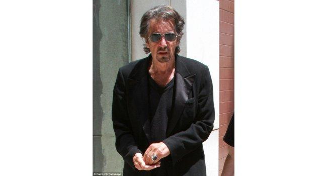 Al Pacino alışverişe smokin ile çıktı