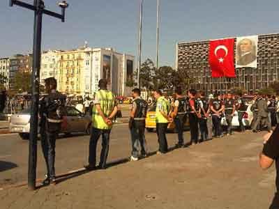 Taksim'de polis müdahaleye hazırlanıyor