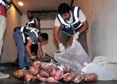 1 ton kaçak et ele geçirildi