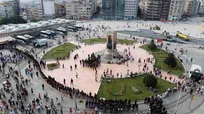 Polis Taksim'de geniş güvenlik önlemi aldı