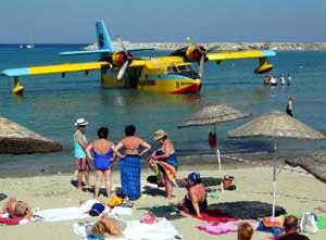 Uçak plaja indi!