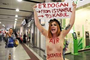 Erdoğana çıplak protesto