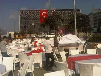 Taksim Meydanında iftar hazırlığı