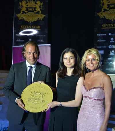 Türkiye Ödülü'nü Sundu